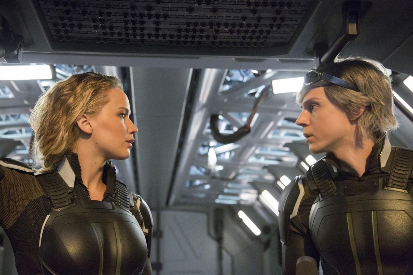 Raven/Mystique (Jennifer Lawrence) et Peter/Quicksilver  (Evan Peters).