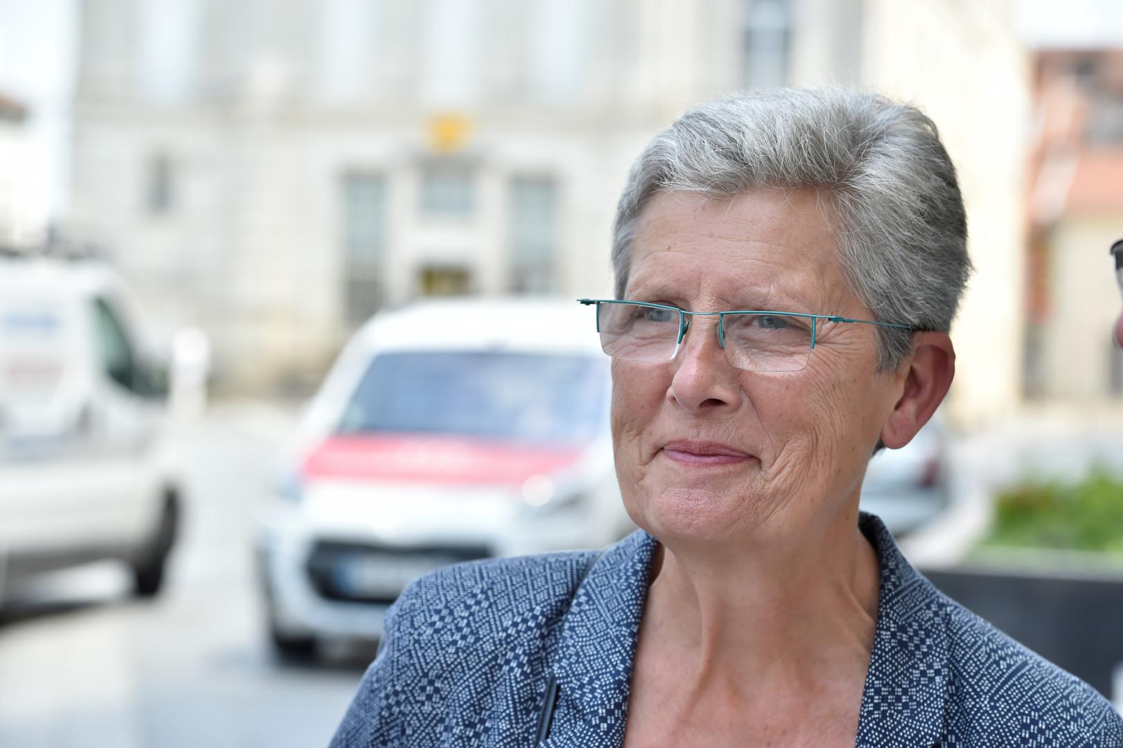 Geneviève DARRIEUSSECQ, ministre déléguée chargée de la Mémoire et des Anciens combattants (MoDem). Médecin de profession, Geneviève Darrieussecq a exercicé plusieurs mandats locaux avant d'être élu députée en 2017.