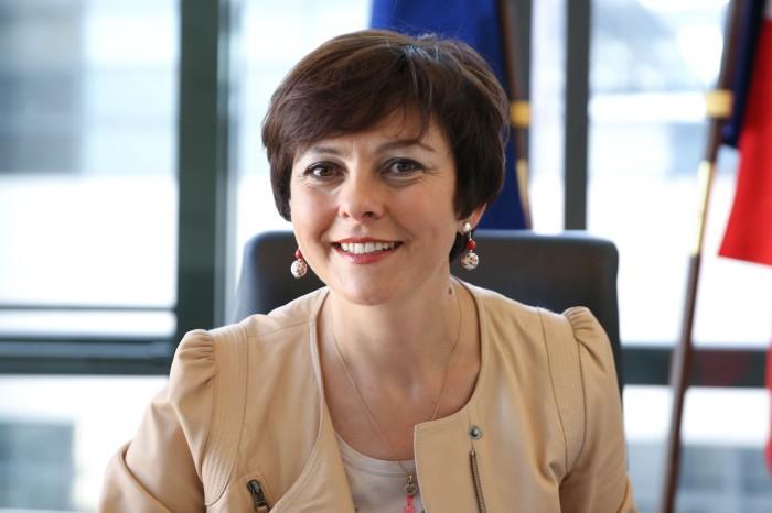 L'ancienne secrétaire d'État Carole Delga (PS) est arrivée en tête du premier tour des élections régionales en Midi-Pyrénées-Languedoc-Roussillon.