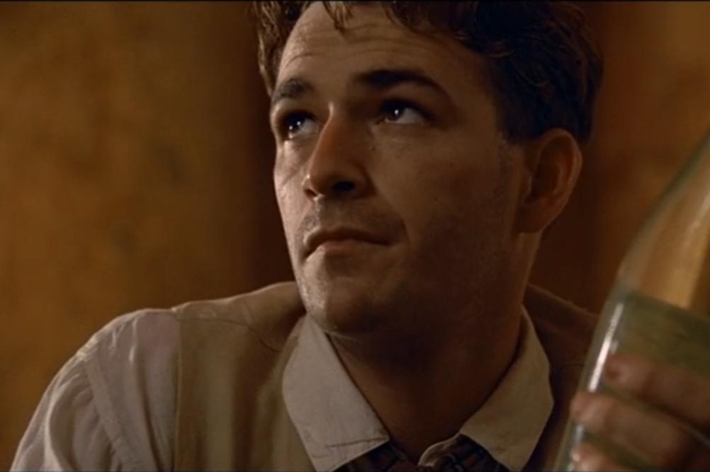 """""""Le Cinquième élément"""", de Luc Besson (1997) - Rappelez-vous, la première scène du film se déroule en 1914. Luke Perry incarne Billy, l'assistant de l'archéologue qui assiste à l'arrivée des extraterrestres."""