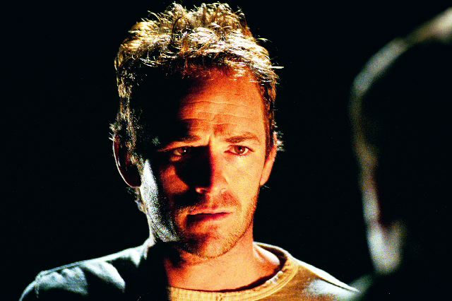 """""""Jeremiah"""" (2002-2004) - Pendant les deux seuls saison que compte la série, Luke Perry a incarné Jeremiah, un des survivants du virus surnommé la """"Grande mort"""""""