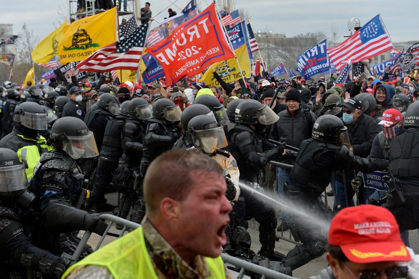 Des manifestants pro-Trump devant le Capitole, le 6 janvier 2020