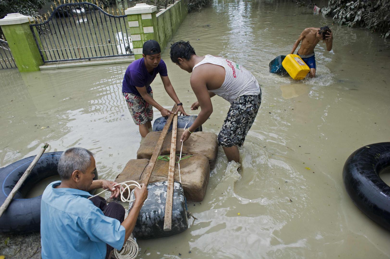 Dans les villages détruits par les pluies et les coulées de boue, la survie s'organise