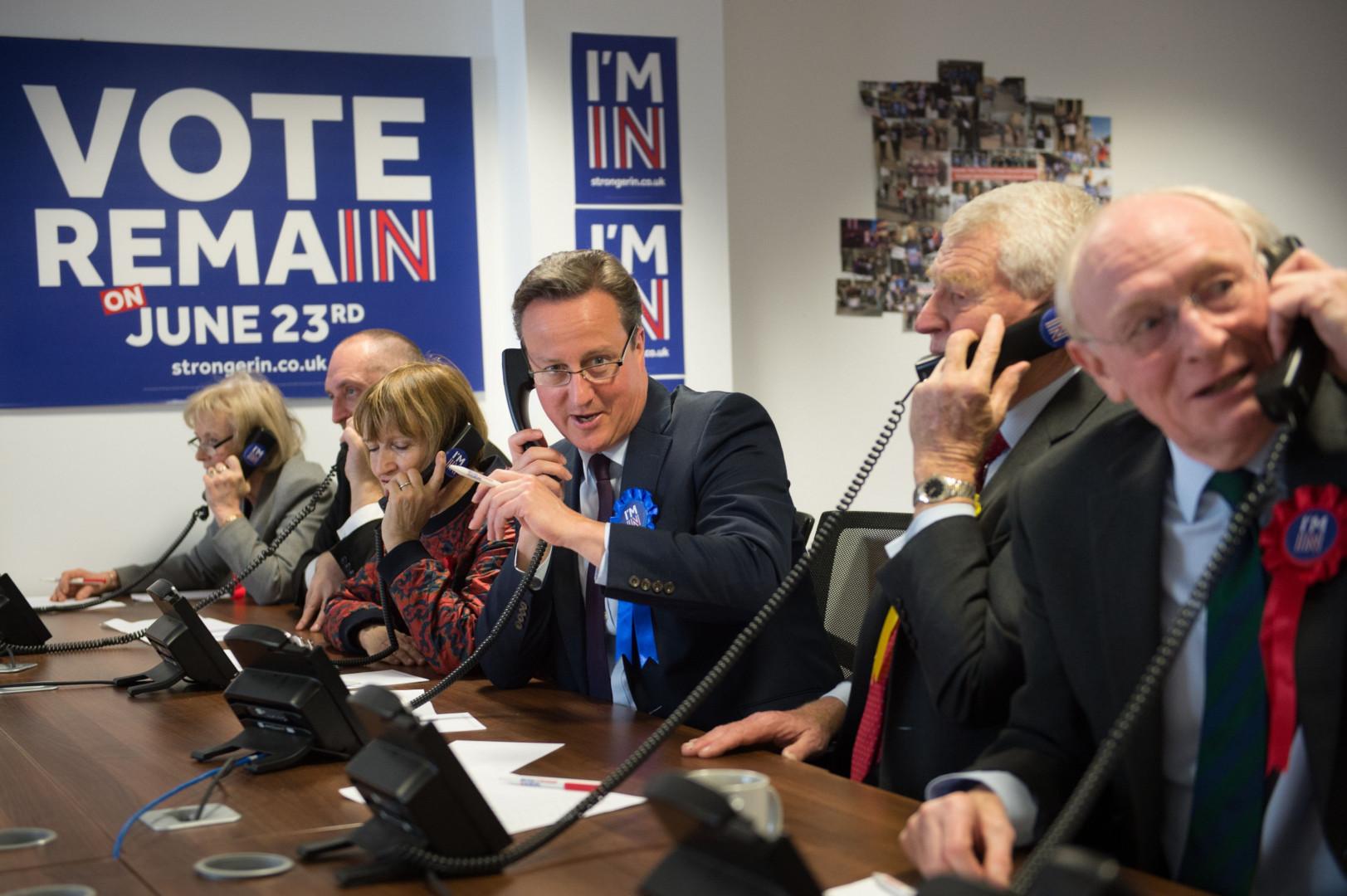 23 juin 2016: les Britanniques votent à 51,9% pour la sortie du Royaume-Uni de l'UE. Le Premier ministre conservateur David Cameron, partisan du maintien dans l'Union, démissionne.