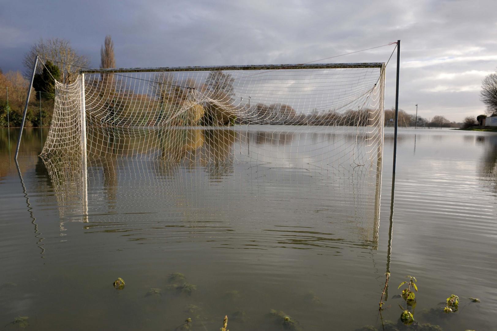 À Freneuse (Yvelines), la Seine a englouti le terrain de foot de la ville