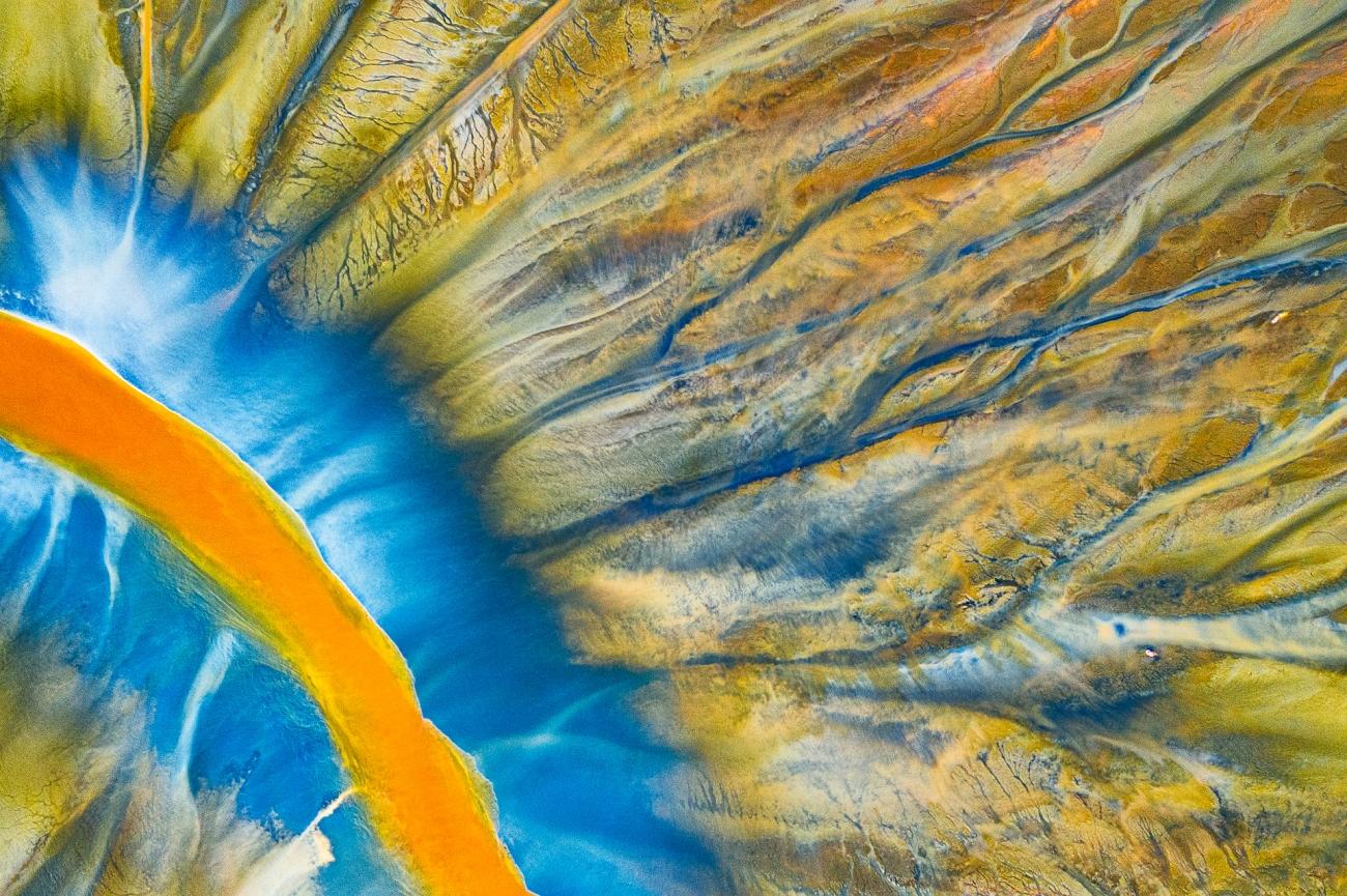 """Rivière empoisonnée, 1ère place de la catégorie abstrait. """"Ceci est une photographie détaillée de l'une des petites rivières remplies de poison."""""""