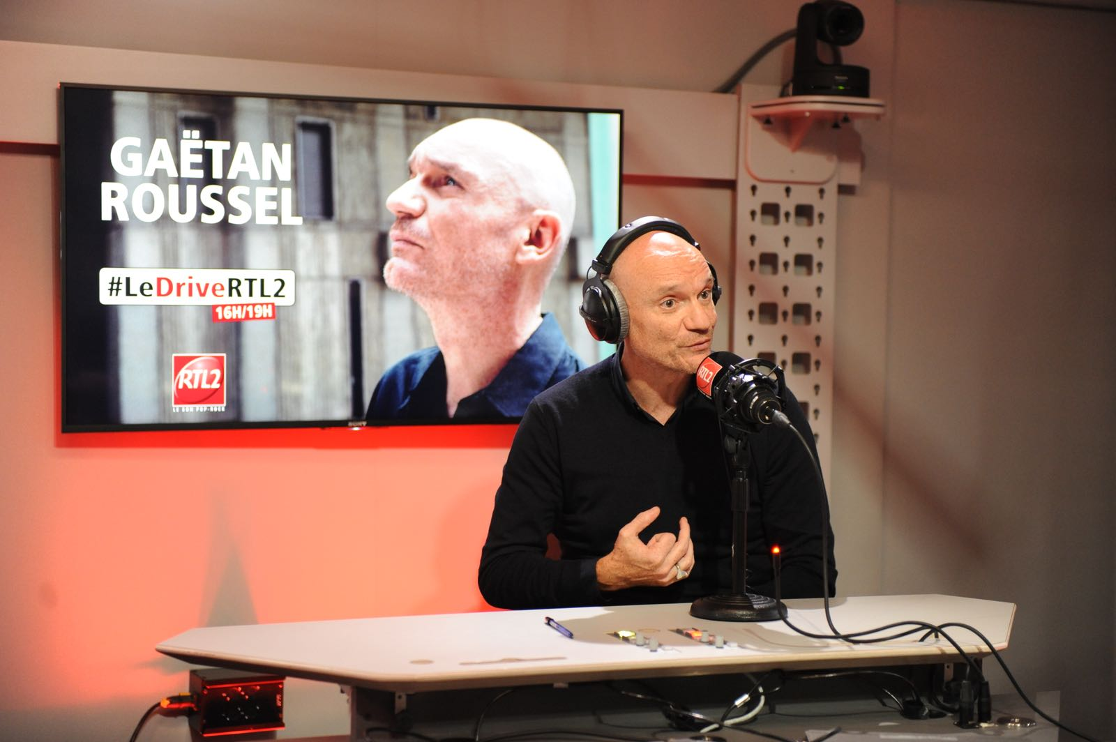 Gaëtan Roussel dans les studios de RTL2