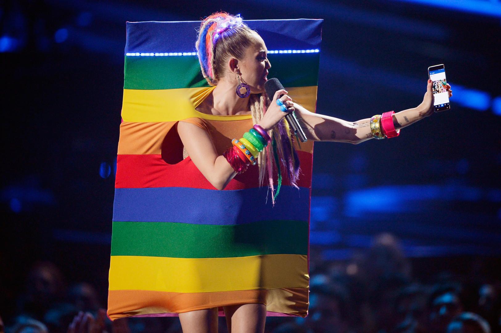 Miley Cyrus porte fièrement les couleurs de la communauté gay