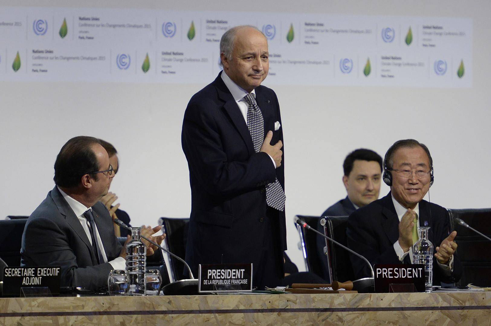 Laurent Fabius très ému lors de son discours de clôture de la COP21, le 12 décembre