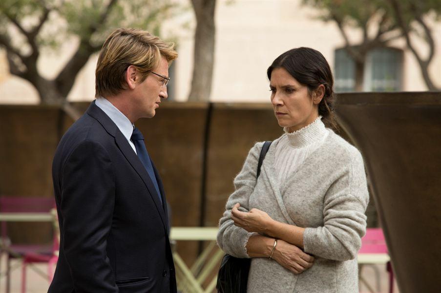 Lucas Barres (Benoît Magimel) avec Rachel Taro (Géraldine Pailhas)