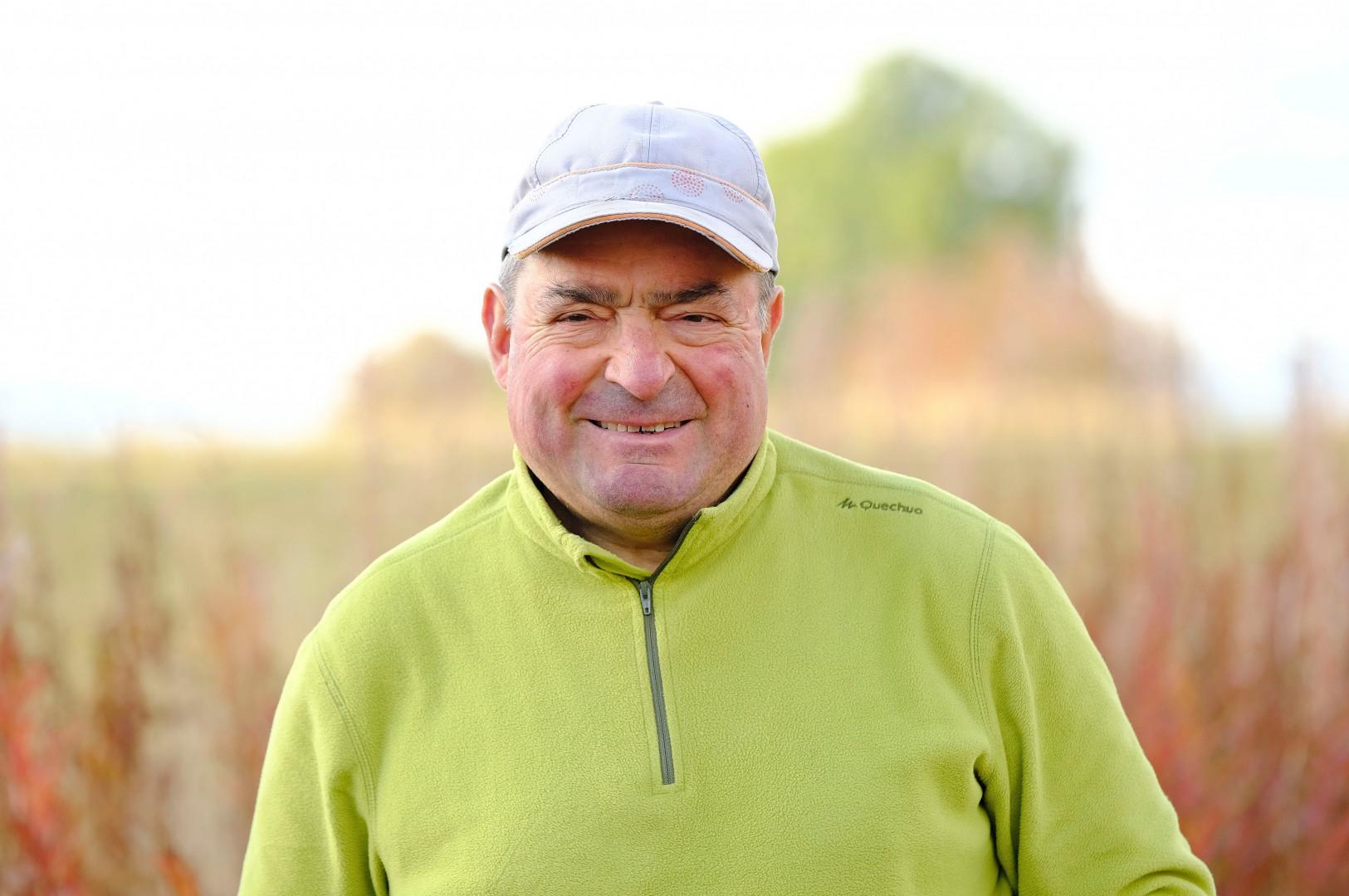 Roland, 60 ans, est éleveur de vaches allaitantes en Auvergne-Rhône Alpes