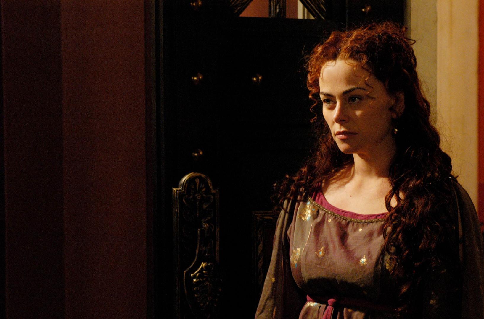 """Son rôle le plus marquant est certaine une autre matriarche rousse : Atia, la nièce de Jules César et la maîtresse de Marc Antoine, dans les deux saisons de la série """"Rome"""""""