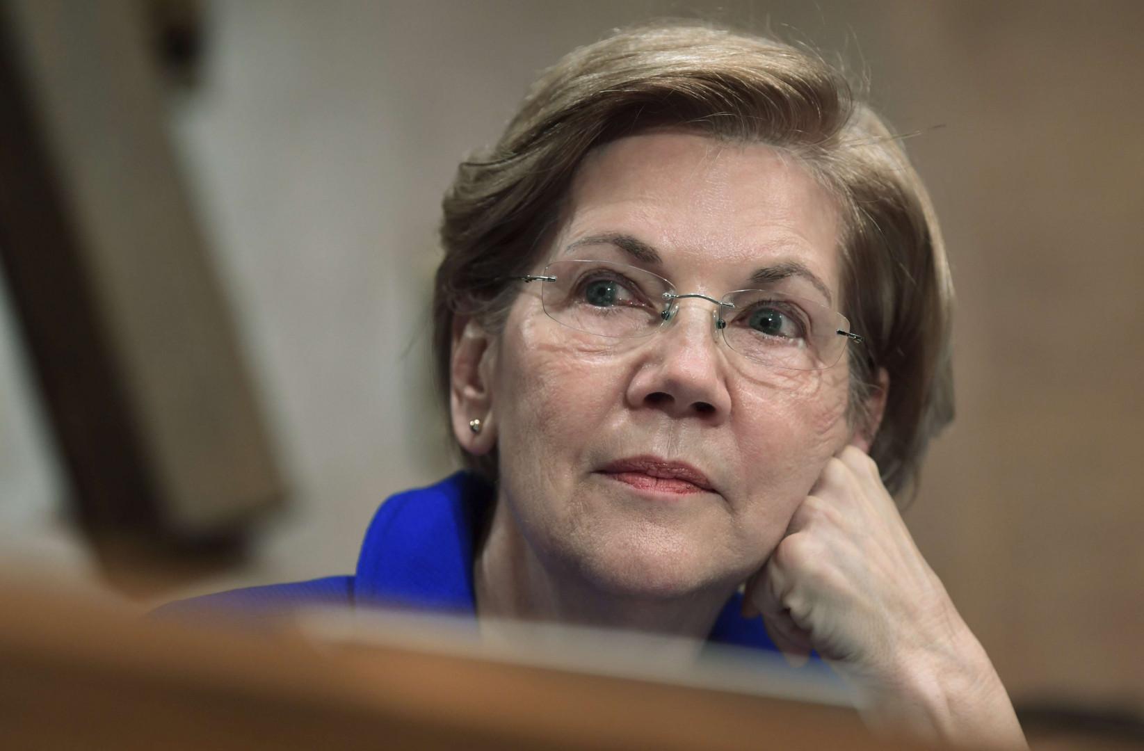 """Elizabeth Warren a protesté contre la nomination de Jeff Sessions au poste de Procureur général. """"Je ne resterai pas silencieuse"""" avait réagit Warren, largement soutenue sur les réseaux sociaux via le mouvement """"Néanmoins elle persista""""."""