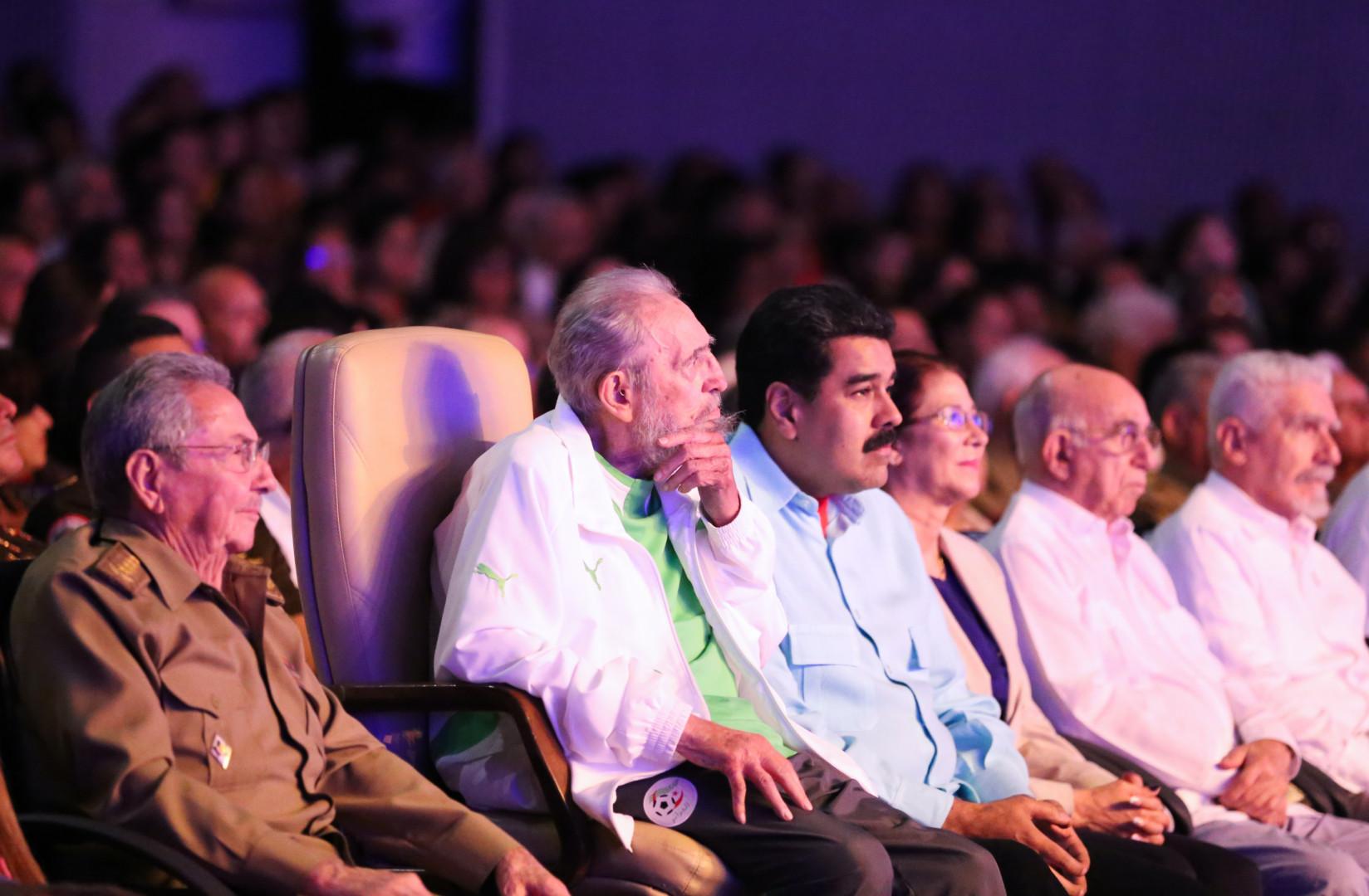 Fidel Castro était entouré de son frère Raul et de Nicolas Maduro, le président vénézuélien.