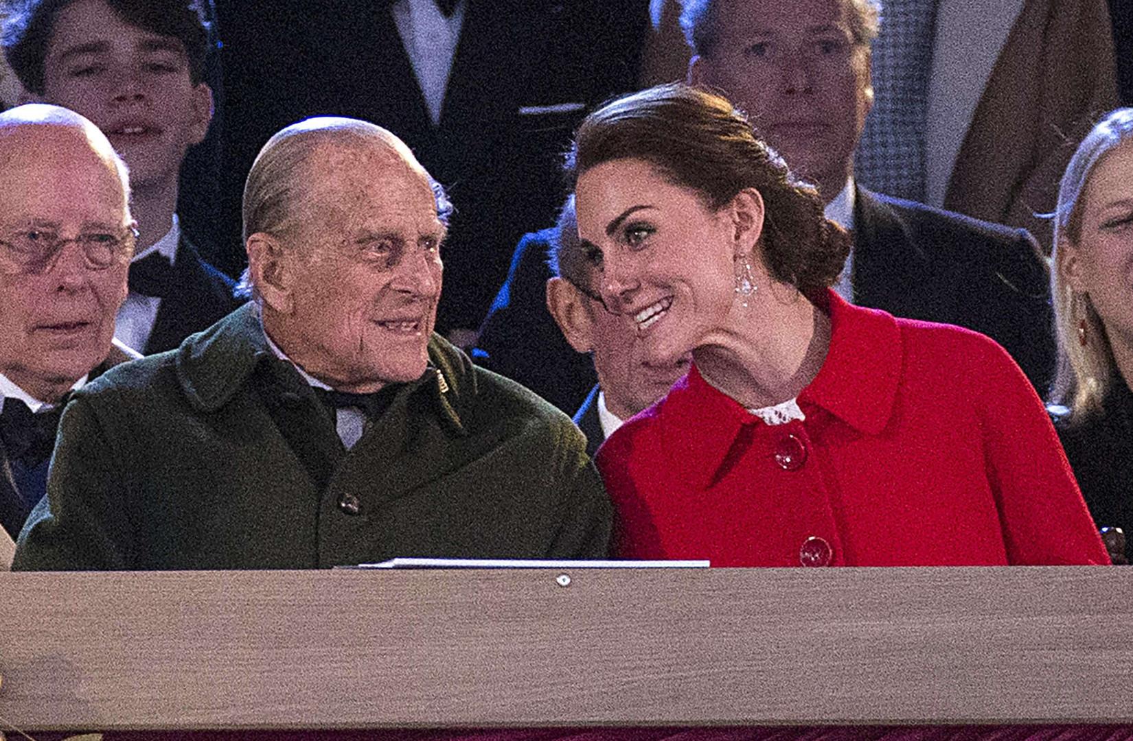 Échange complice entre Kate Middleton et le Prince Philip aux 90 ans de la reine en mai 2016