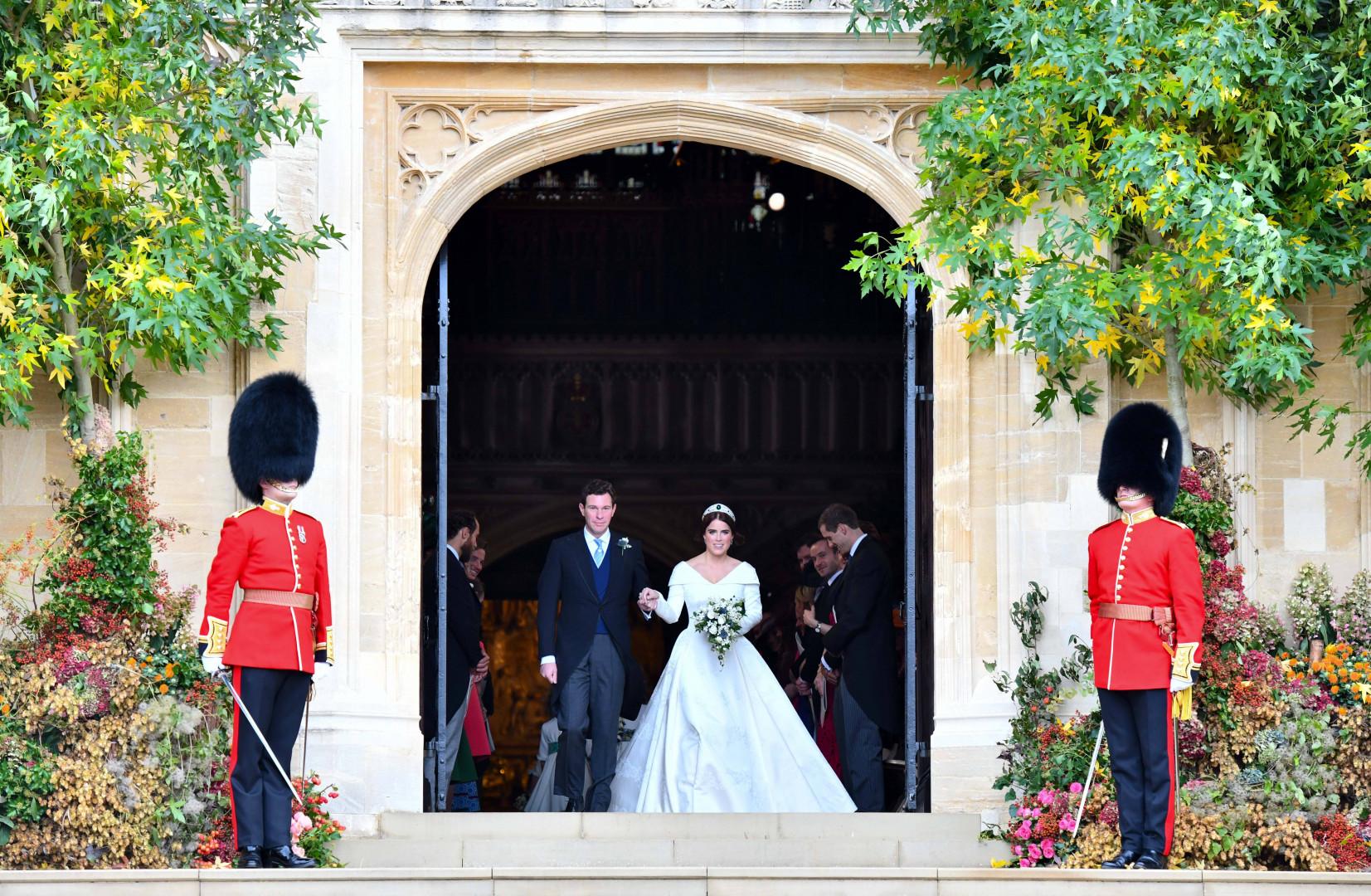 Les membre de la garde royale encadraient le couple