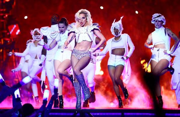 Lady Gaga fait face à ses détracteurs qui pointent son poids du doigt