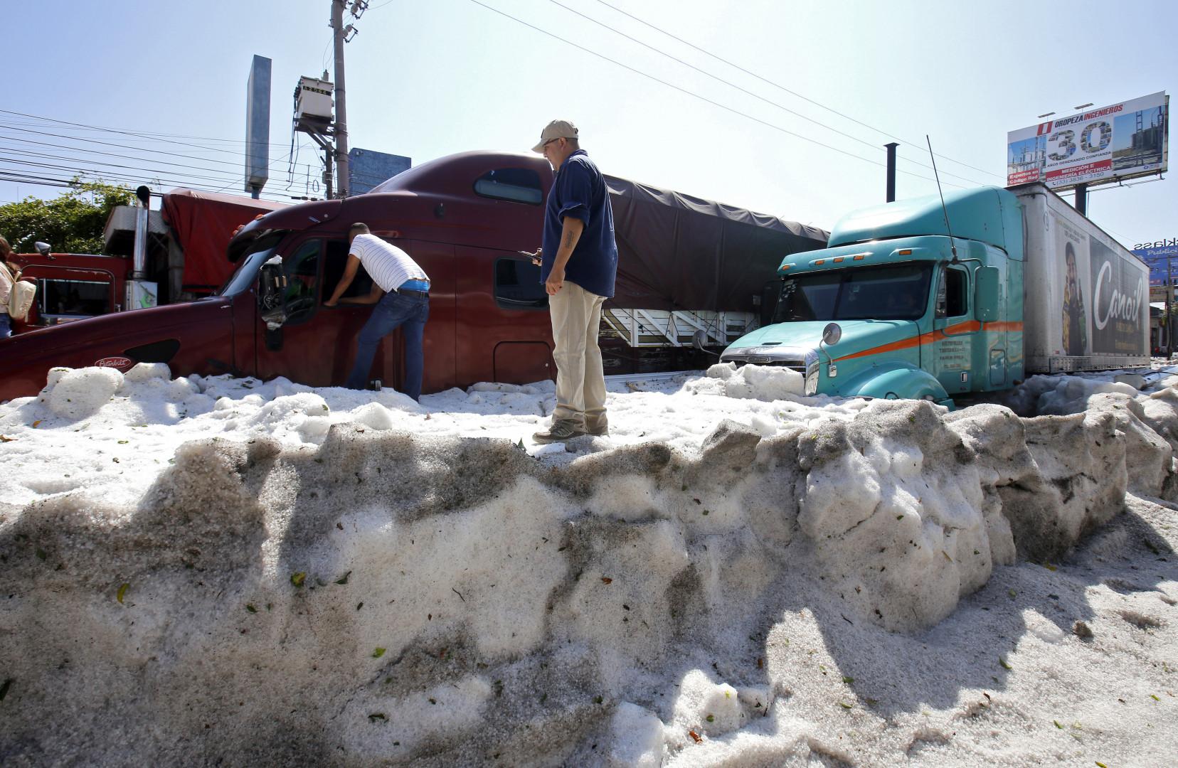 Une couche de glace de deux mètres envahit Guadalajara au Mexique, le 30 juin 2019
