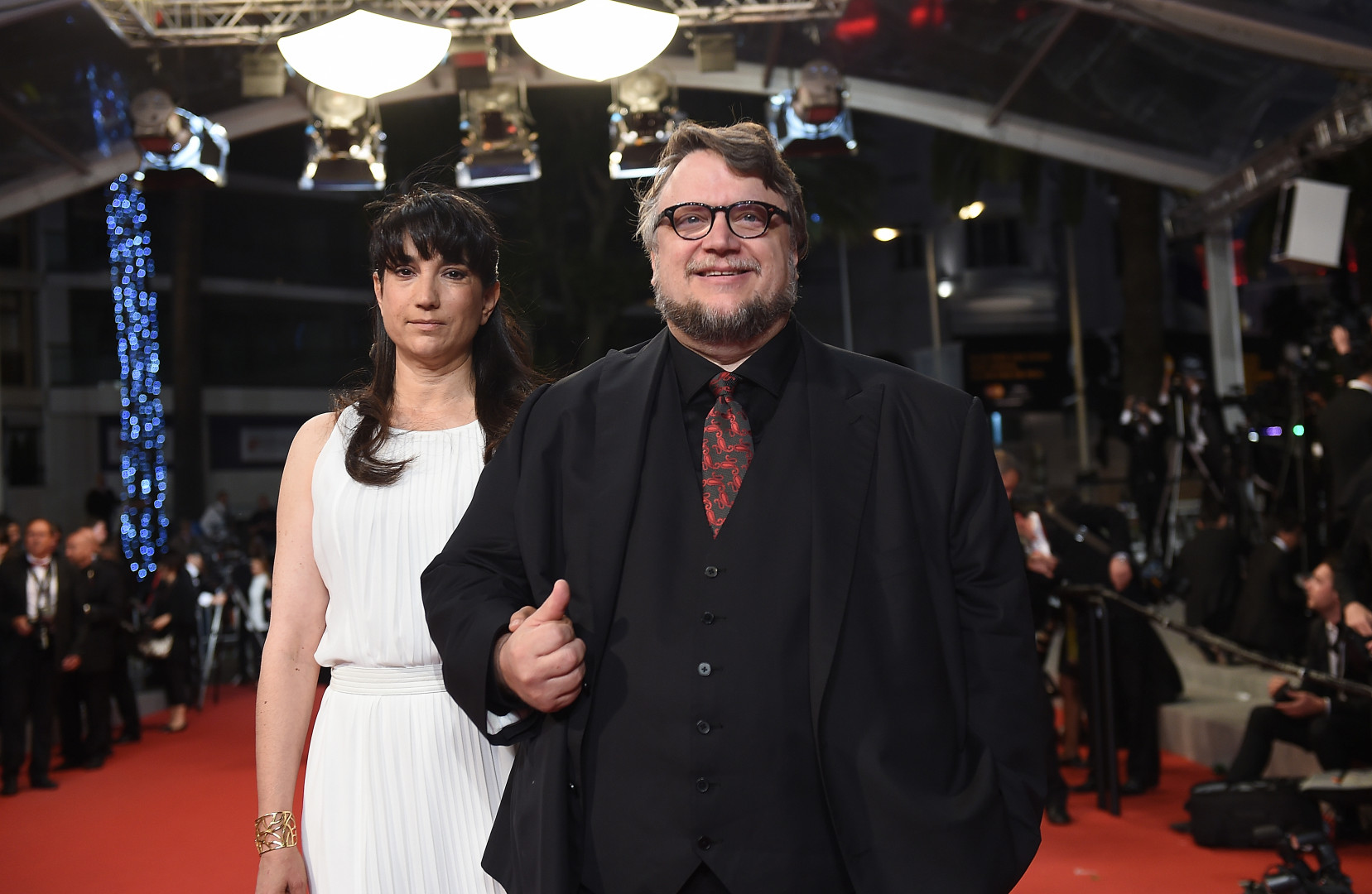 Guillermo del Toro, memebre du jury, et sa femme devant les photographes de cannes le 20 mai 2015