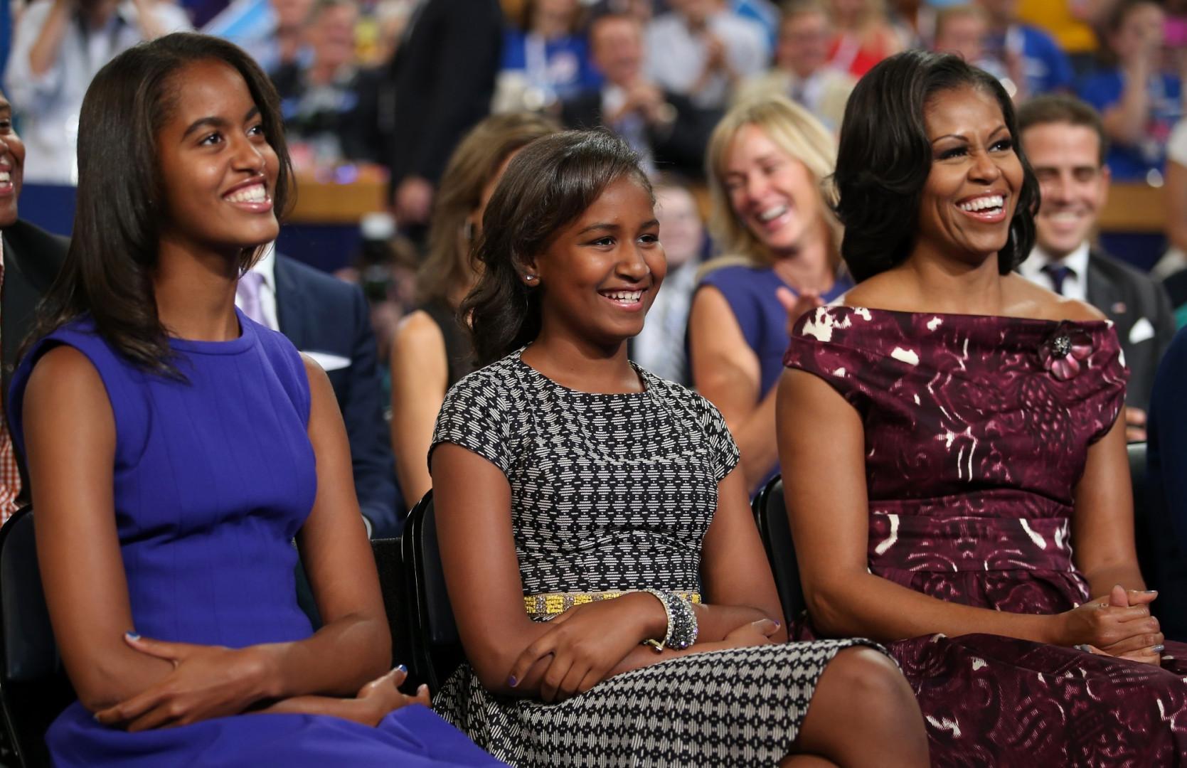 Fin d'un mandat pour Barack Obama : en 2012, une nouvelle campagne s'ouvre. Sasha et Malia, 11 et 14 ans, sont désormais très attentives lors des discours de leur père.