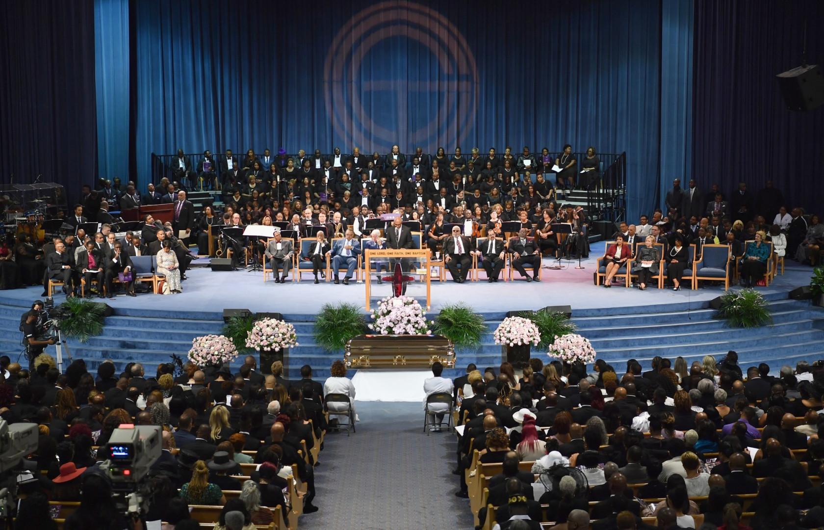 La cérémonie s'est déroulée au Greater Grace Temple devant de nombreux grands noms de la musique et de la politique, à Détroit.