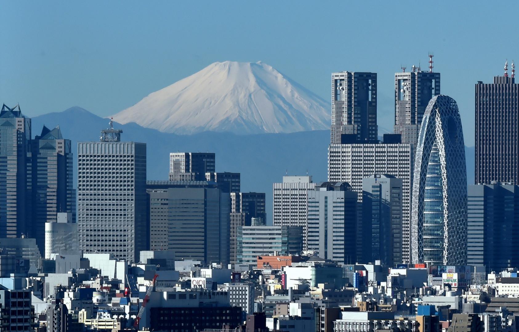 Depuis mi-juillet 2015, il est possible d'obtenir le Wi-Fi au sommet du Mont Fuji au Japon. La ville grappille de la place sur la nature.