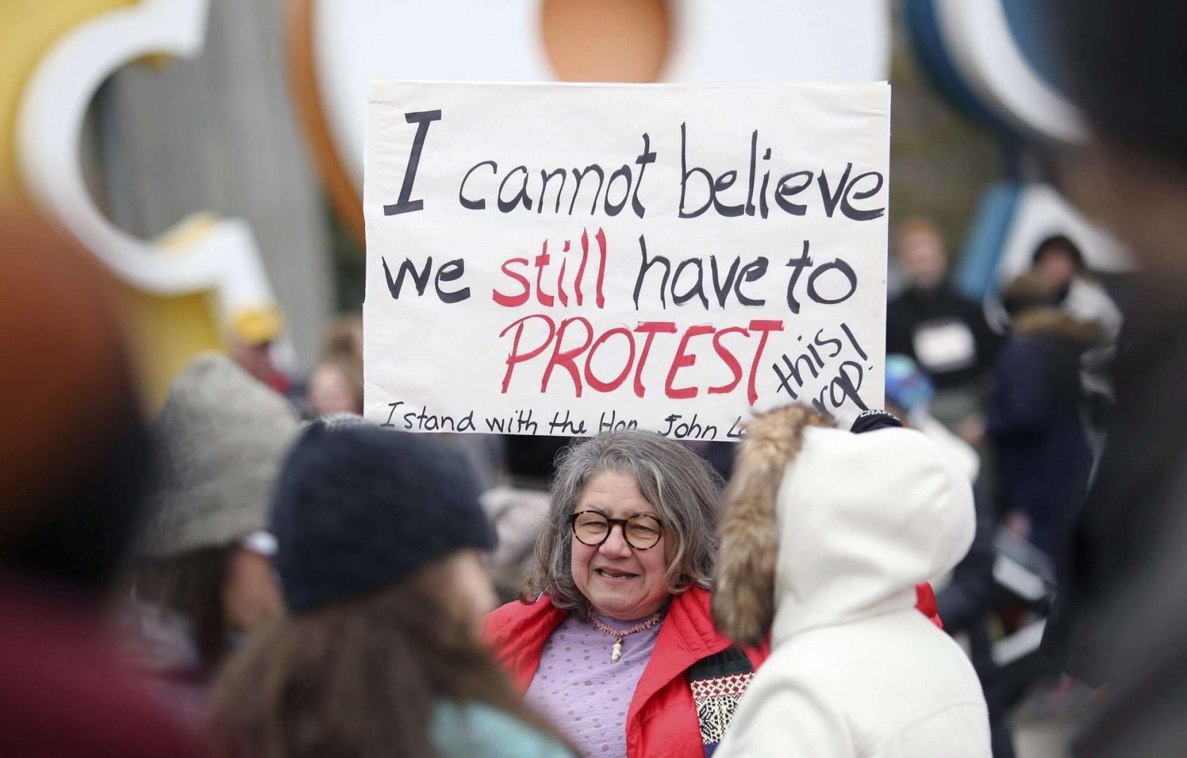 """""""Je n'arrive pas à croire que nous devons encore protester"""", a écrit cette Américaine qui a défilé dans l'Ohio"""