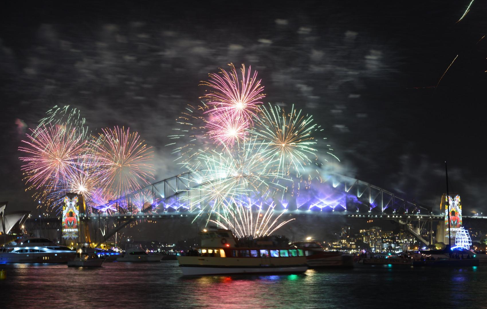 À Sydney, le célèbre Harbour Bridge s'est illuminé