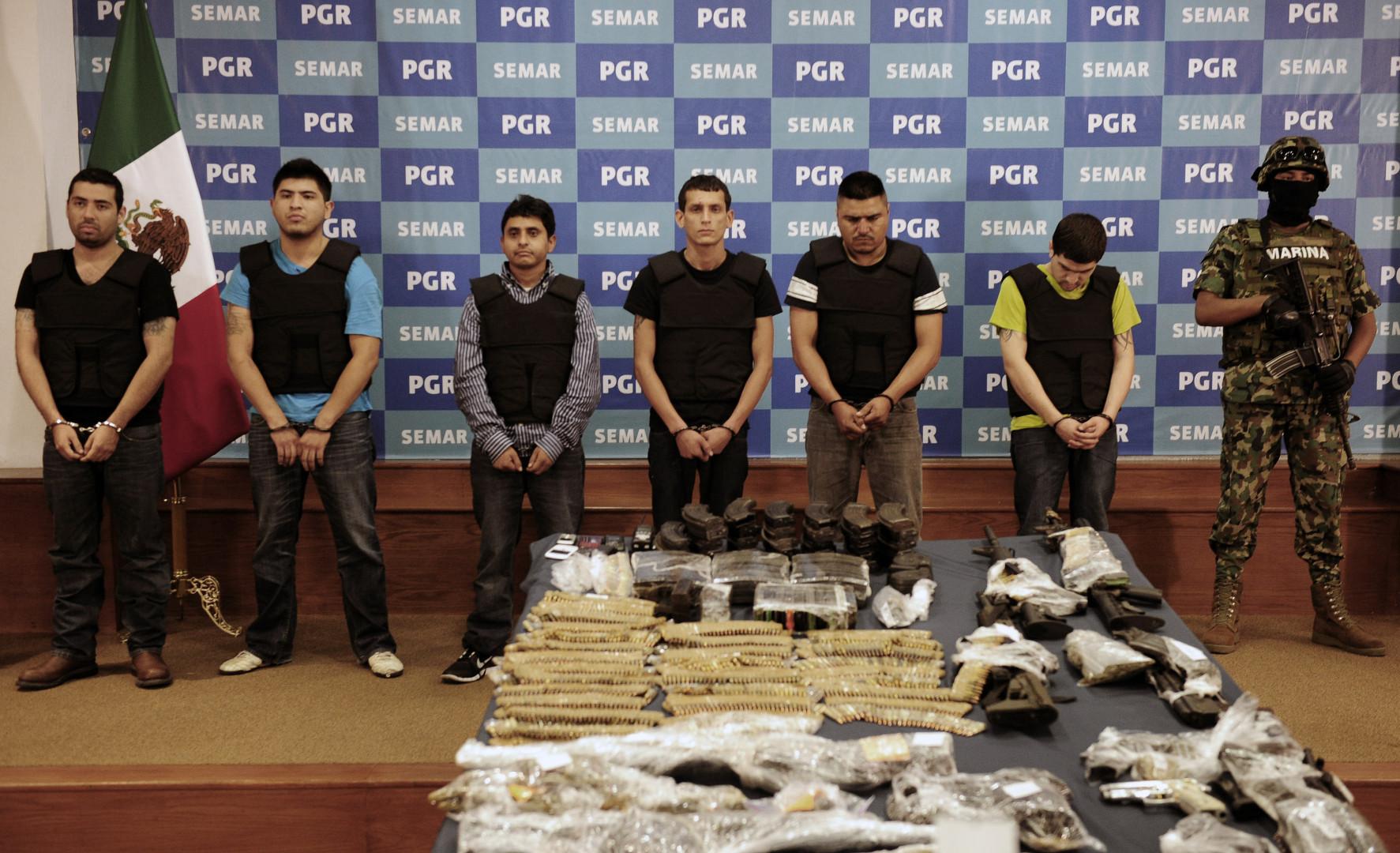 Mexique : le cartel Las Zetas, illustré ici avec certains de ses membres arrêtés par la police