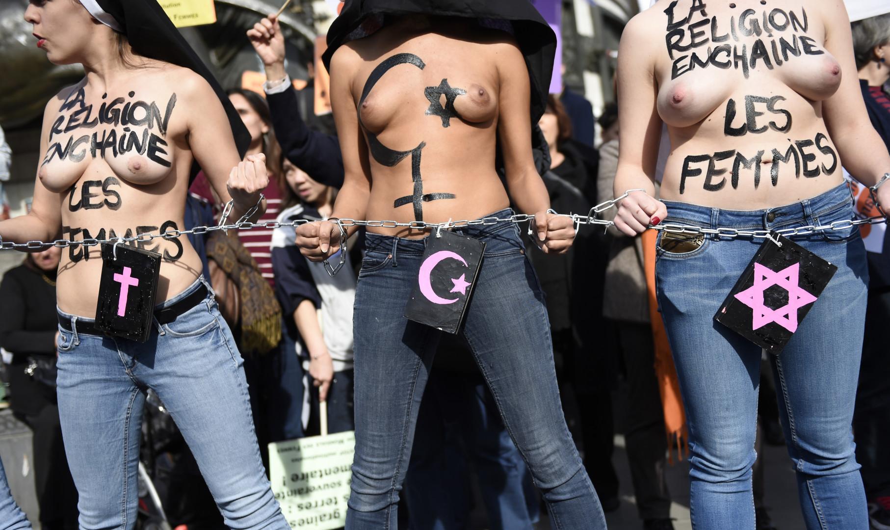 """""""La religion enchaîne les femmes"""", le 8 mars 2015 à Paris."""