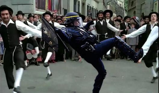 """Danseur hors-pair dans """"Les Aventures de Rabbi Jacob"""""""