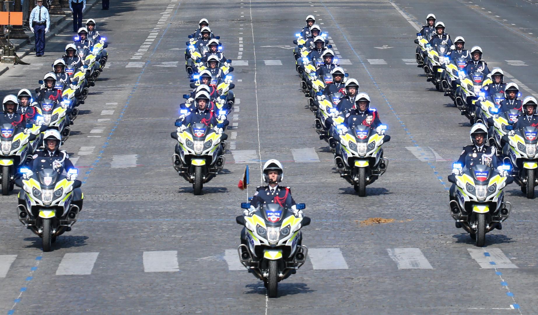 La police nationale à moto sur les Champs-Élysées samedi 14 juillet 2018