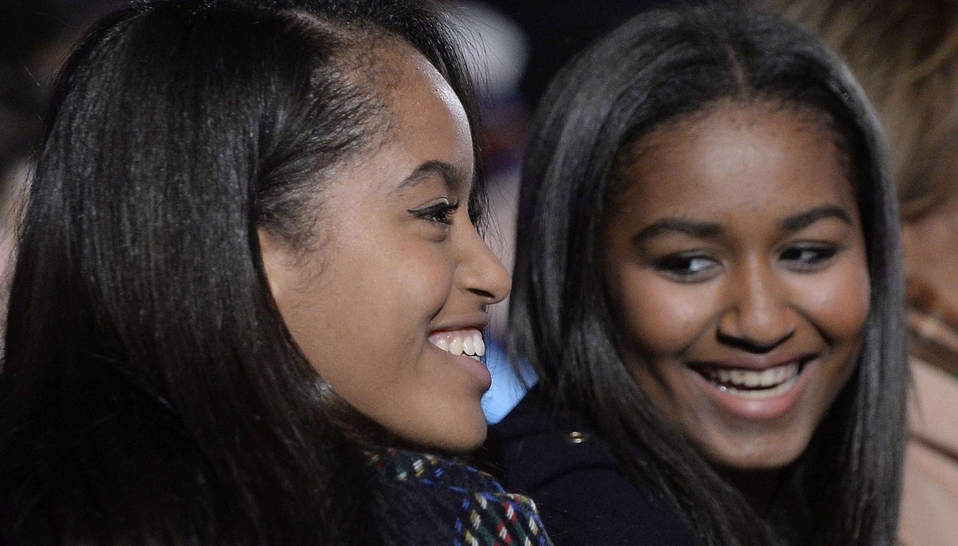 Adolescentes, les deux soeurs s'affichent toujours aussi complices que lorsqu'elles étaient enfants.