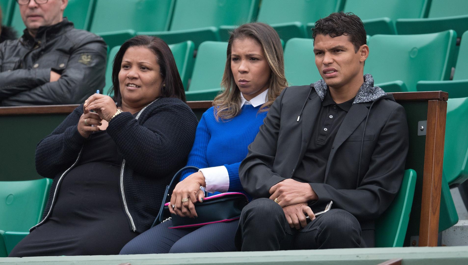 Snobé par la sélection brésilienne, le capitaine du PSG Thiago Silva a profité de ses vacances pour venir à Roland-Garros.