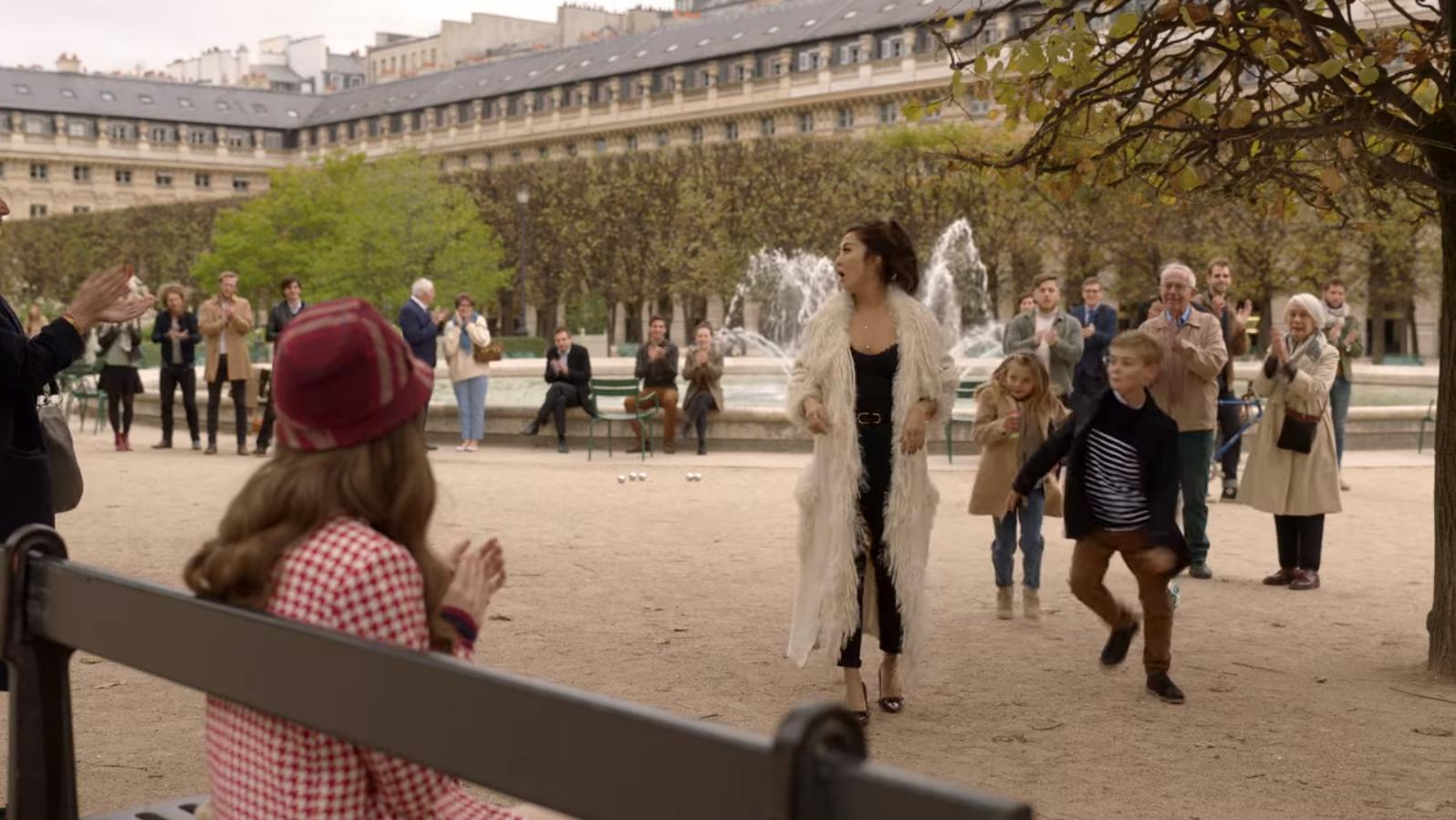 Chanter Edith Piaf dans le jardin des Tuileries ? So French, so Paris...