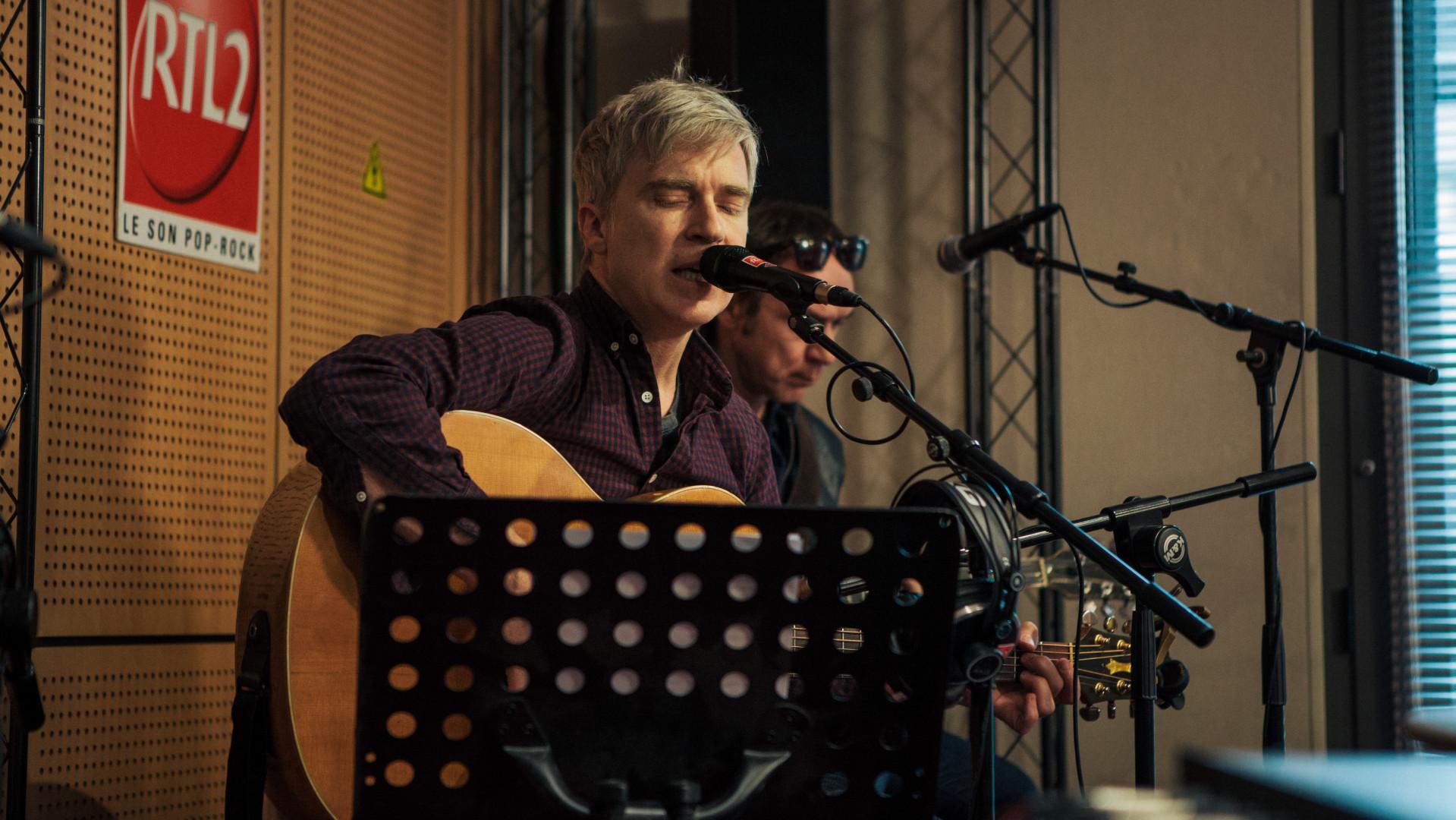 Matthew Caws de Nada Surf en session dans les studios de RTL2