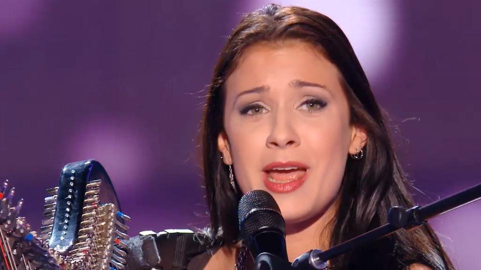 """Accompagnée de sa harpe électrique, Lena Woods de la team Zazie est sélectionnée pour les directs de """"The Voice"""""""