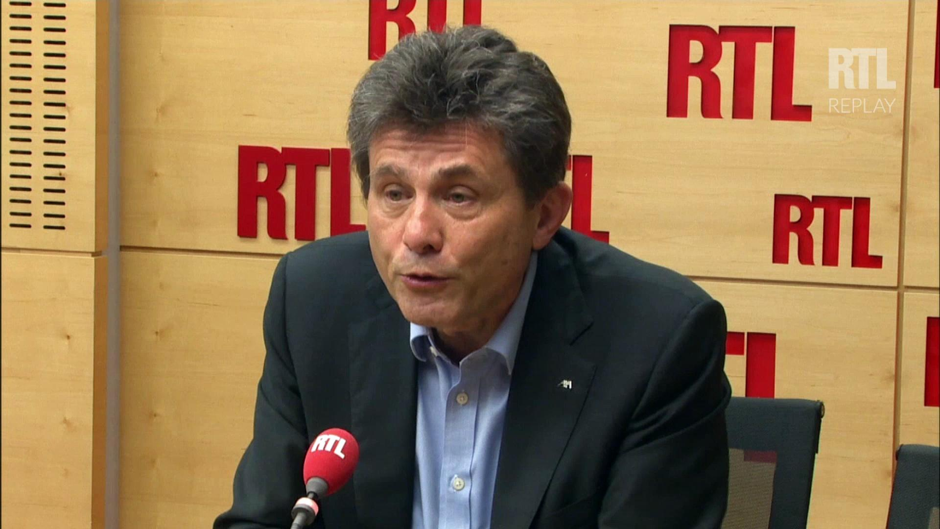 """Les patrons sont pris comme """"boucs émissaires"""" pour Henri de Castries, PDG d'Axa"""