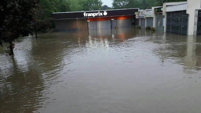 Le Franprix inondé à Maule dans les Yvelines