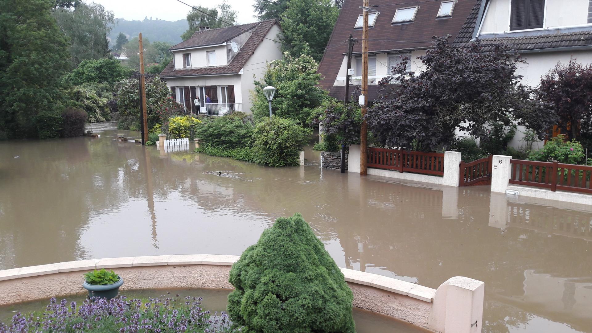 La crue de l'Yvette à Villebon-sur-Yvette (Essonne)
