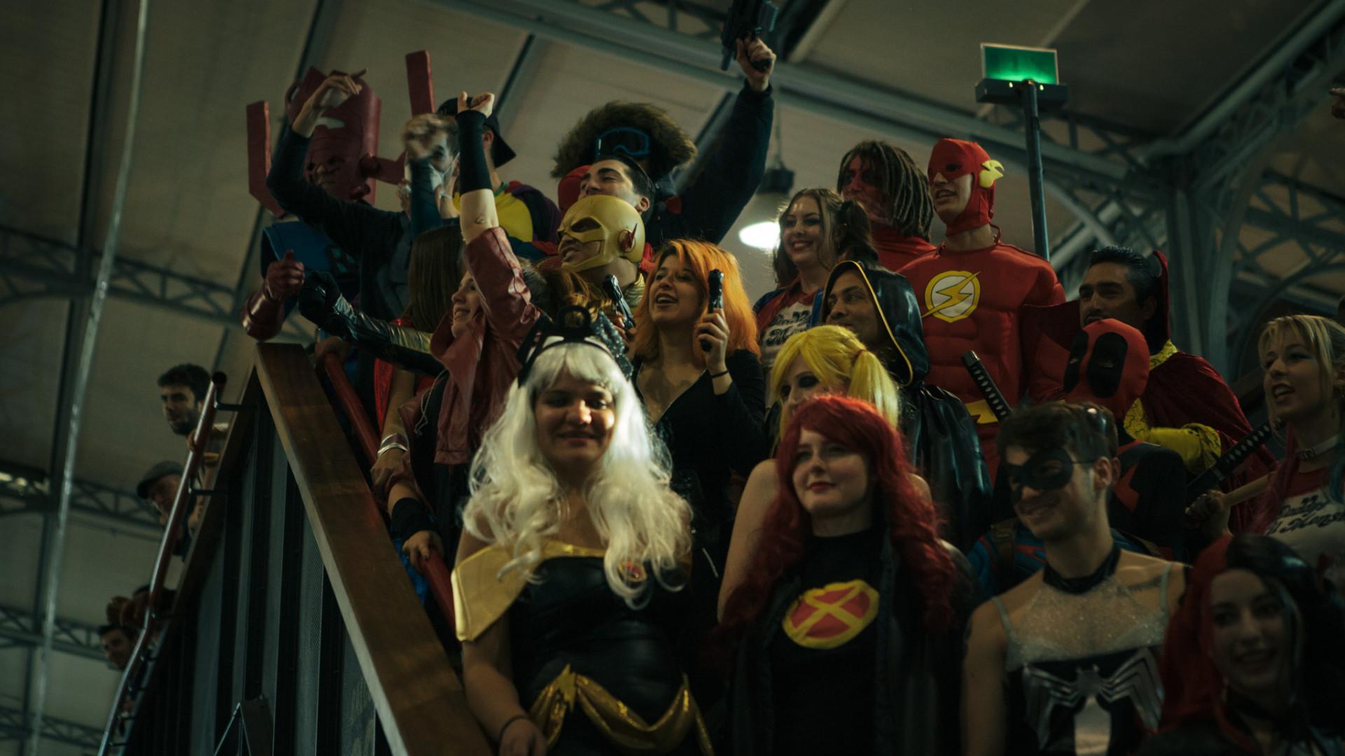 Les cosplayers prennent la pause pour le public de la Comic Con
