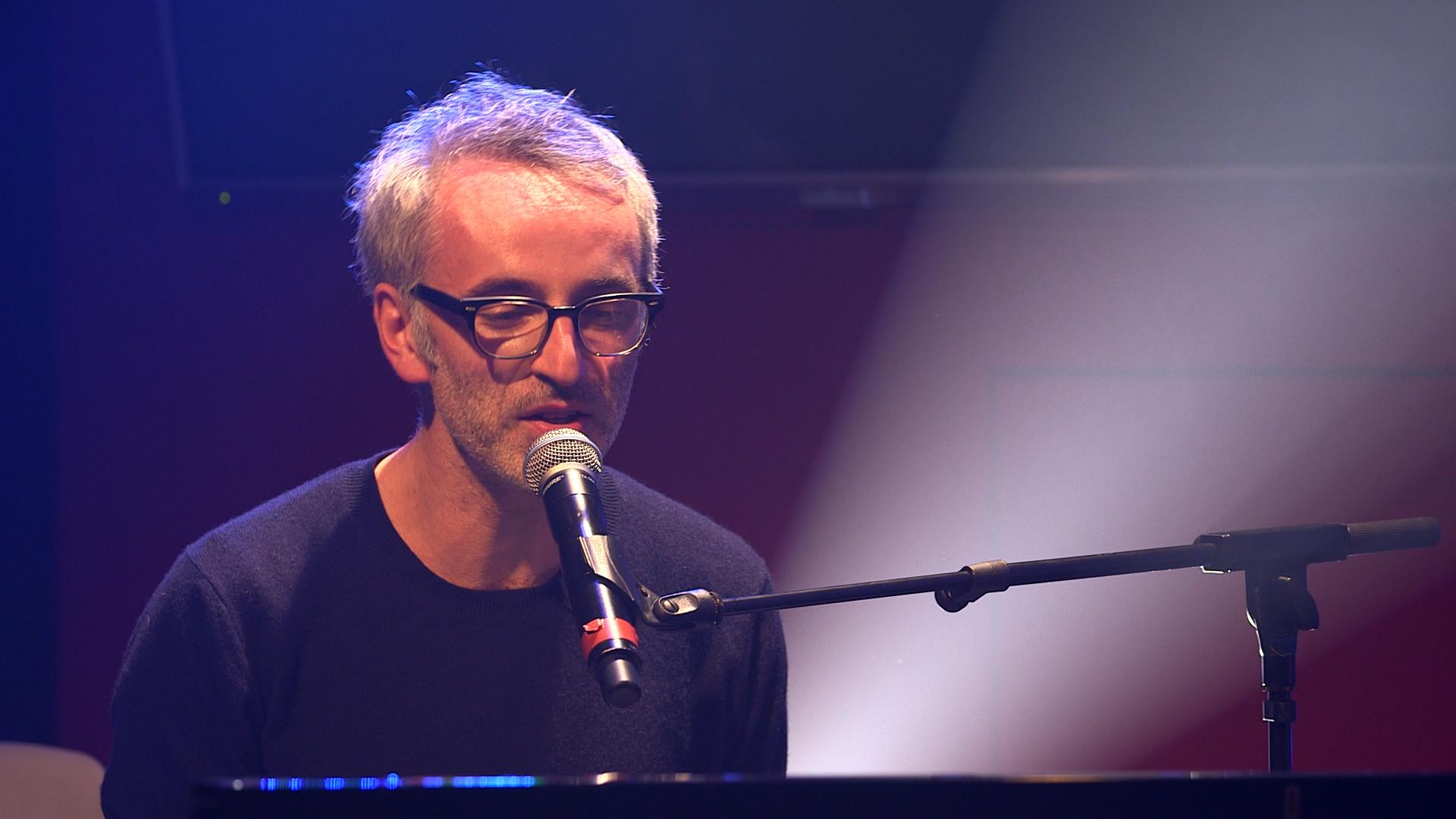 """Vincent Delerm revient avec un nouvel album, """"À présent"""" et donnera un spectacle à la Philarmonie de Paris du 4 au 7 avril 2017."""
