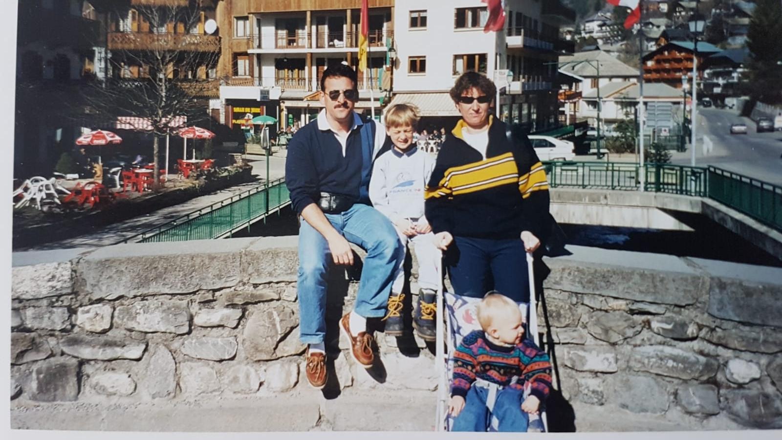 Avec ses parents et son frère aîné Philippe-Alexandre aux sports d'hiver