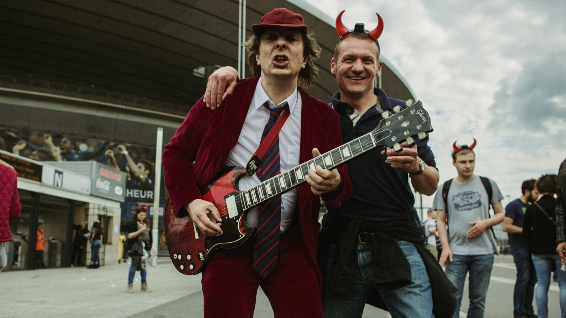 Philippe (à gauche), grand fan d'Angus Young