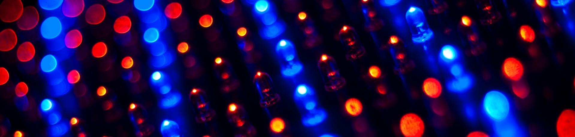 Le LiFi permet de se connecter sans fil à Internet comme le WiFi mais au lieu de passer par les ondes électromagnétiques, les données transitent par la lumière