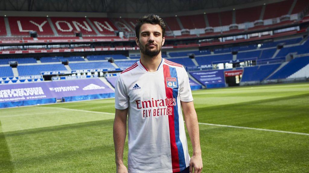Le maillot domicile de Lyon pour la saison 2021-2022