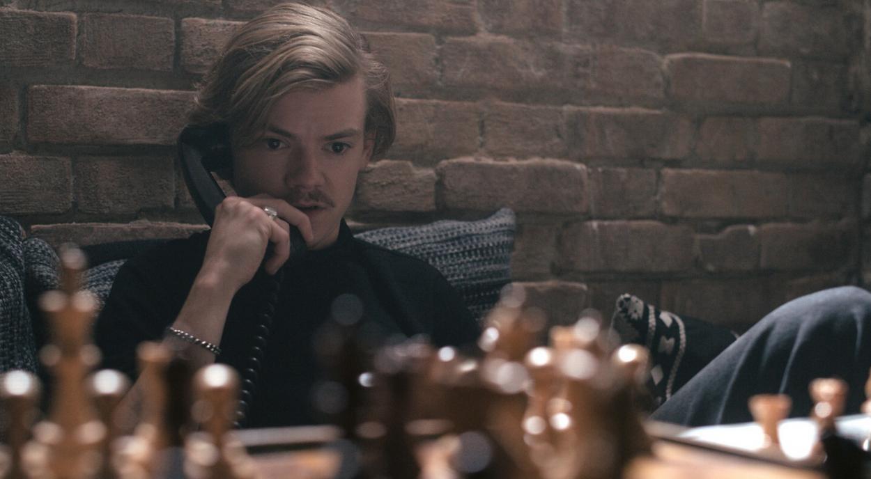 Benny est incarné par Thomas Brodie-Sangster