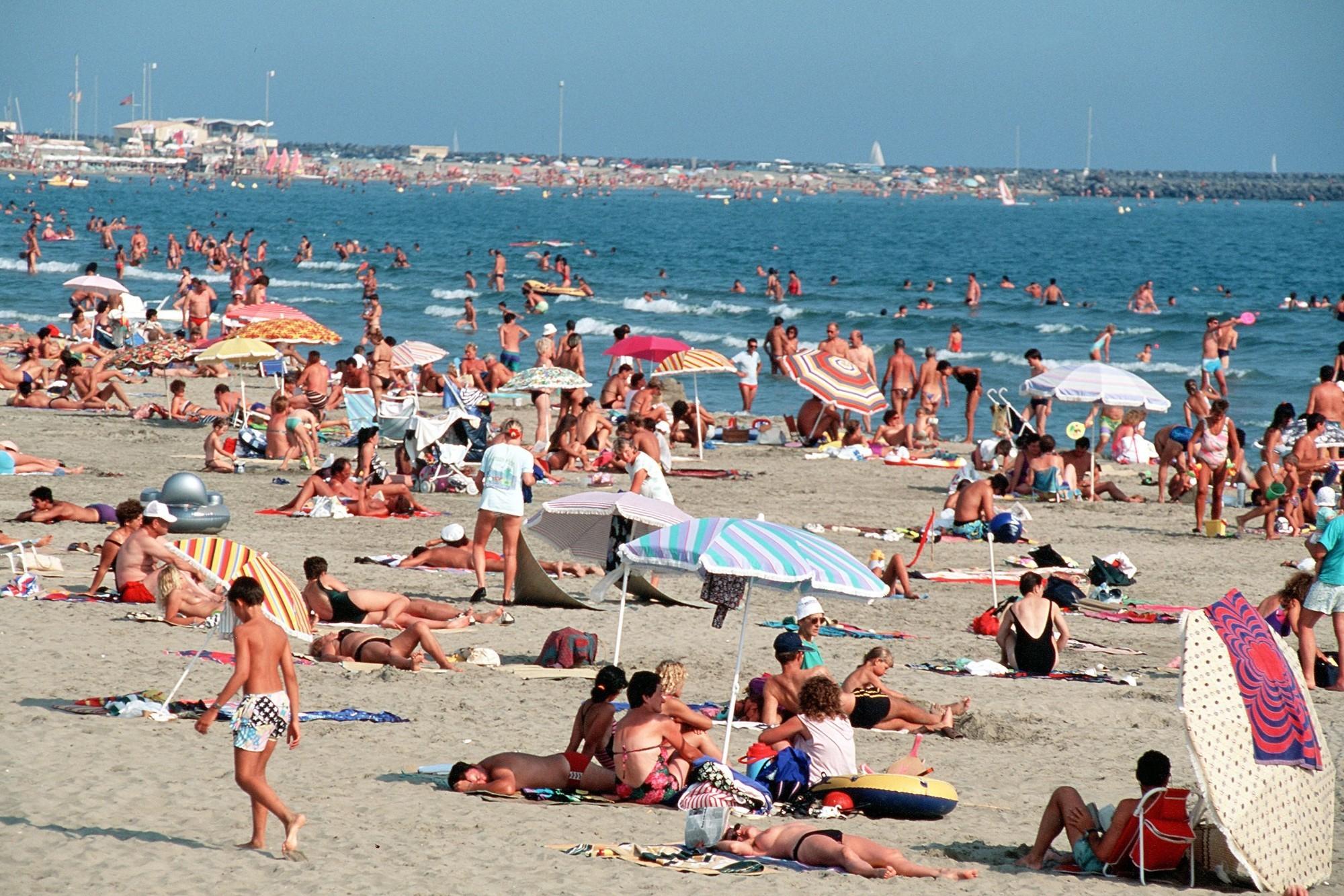 Le Sérignan Plage Nature est un camping naturiste en bord de mer Méditerranée