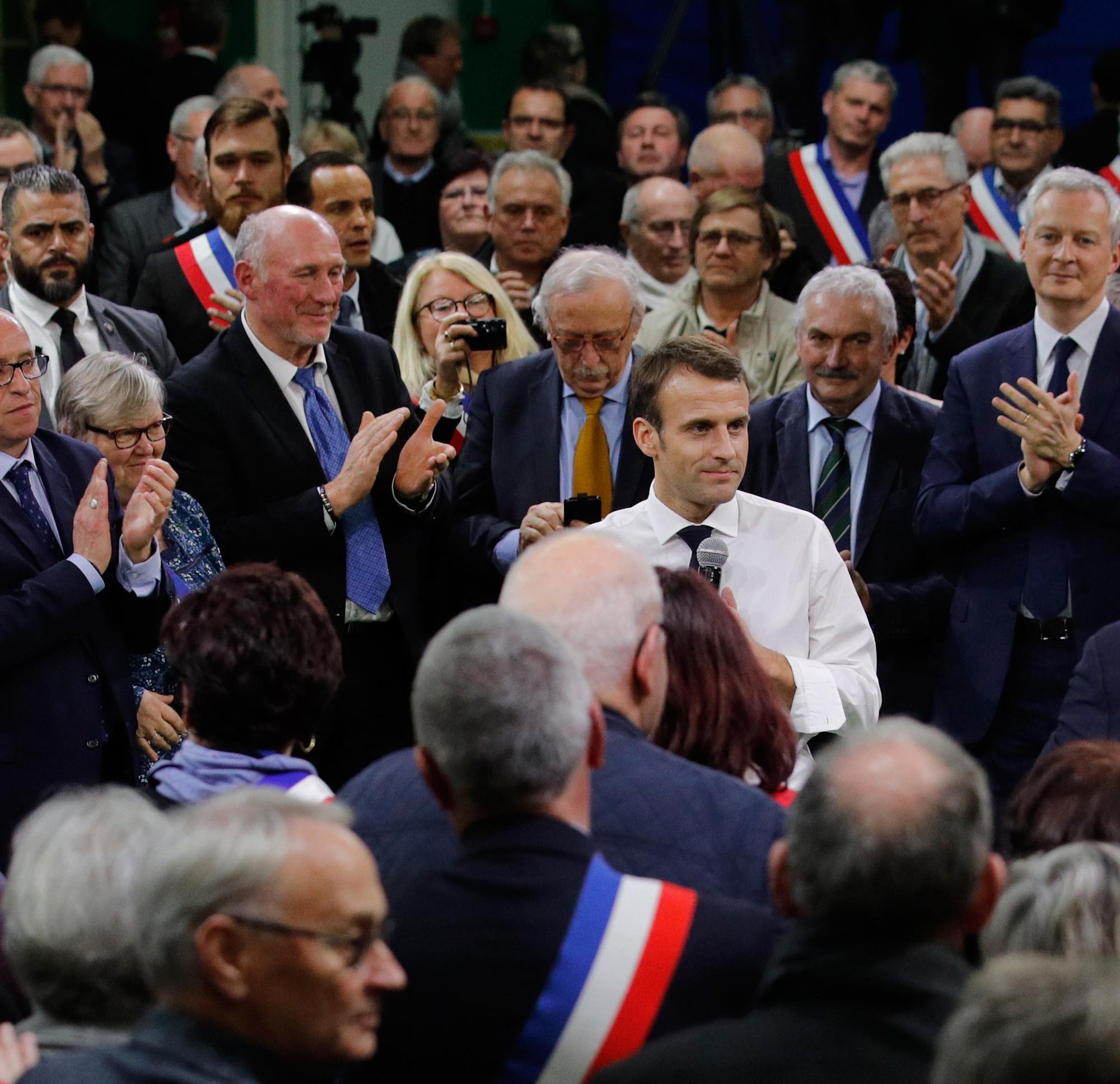 Sécurité, écoles, commerces: Macron réunit des maires à trois semaines du déconfinement