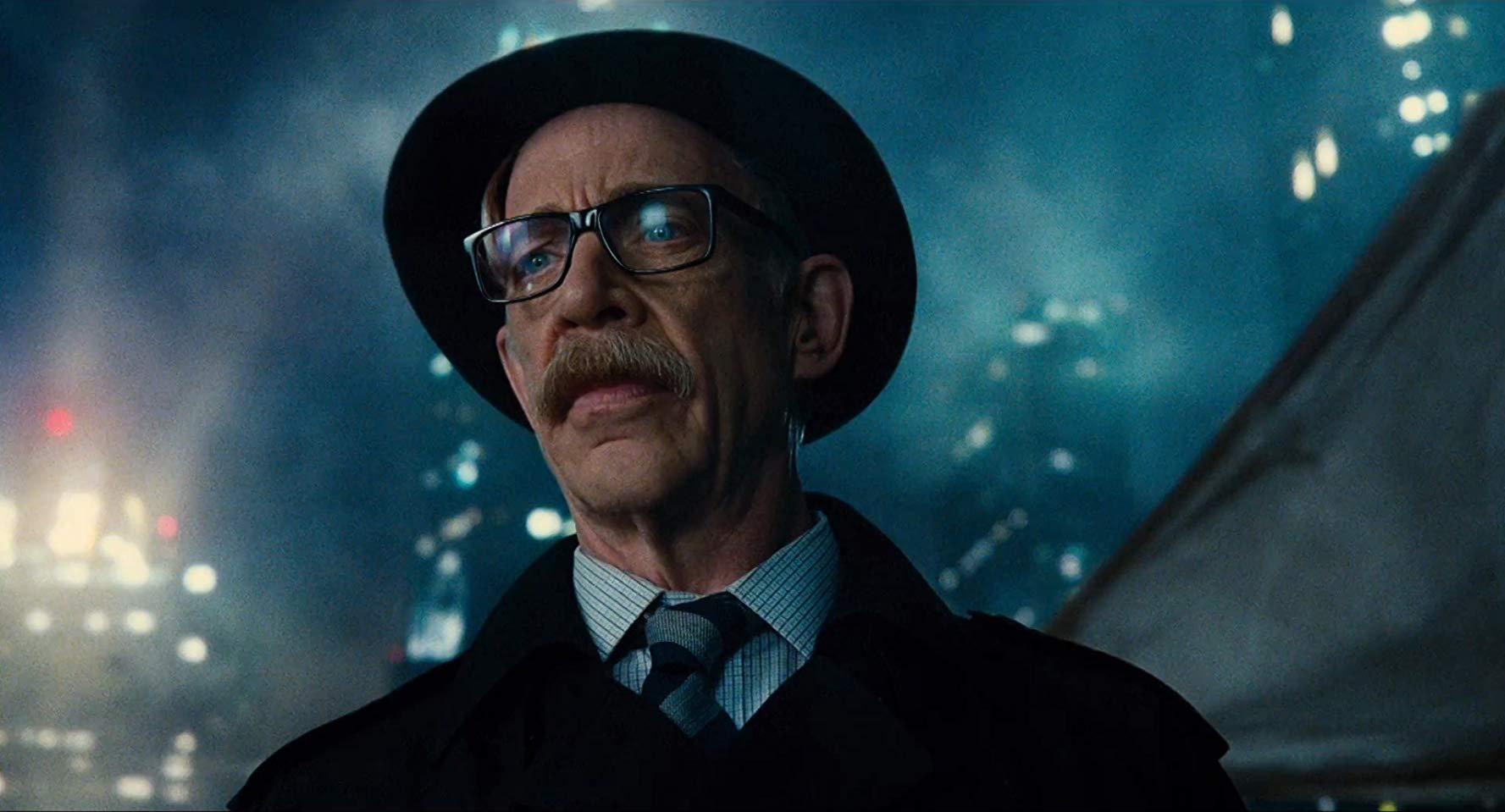 J. K. Simmons a aussi joué le rôle du policer moustachu